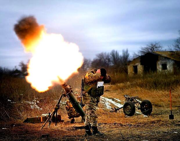 МОЛНИЯ: Враг наносит подлые удары, у Армии ДНР большие потери