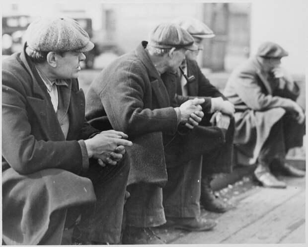Очередь безработных в доках Нью-Йорка, 1934 год - Национальное управление архивов и документации (США).