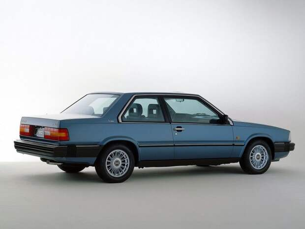 Подаренное купе 780 Bertone Ирв, наездив на нем около 450 тысяч миль, продал знакомому. А вот другой подарок — кабриолет С70, который ему подогнали к 2-миллионному пробегу, оставил в своем гараже volvo, volvo p1800, авто, автомобили, путешествие, рекорд. автопутешествие