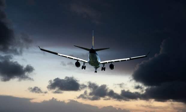 Подавший сигнал бедствия самолёт приземлился в Шереметьево