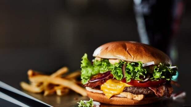 McDonald's поднял минимальную зарплату для своих работников в США