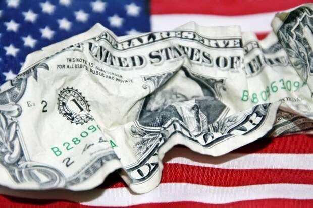 Истерика Байдена связана с действиями России против доллара