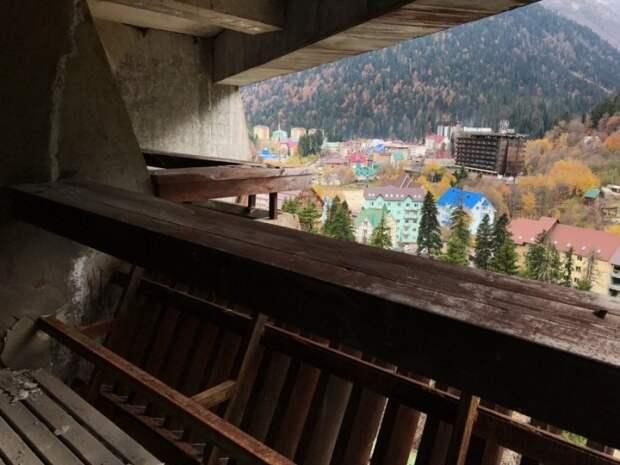 В 1993 году недостроенная гостиница «Аманауз» была включена список объектов, подлежащих дальнейшему строительству / Фото: stav26.livejournal.com