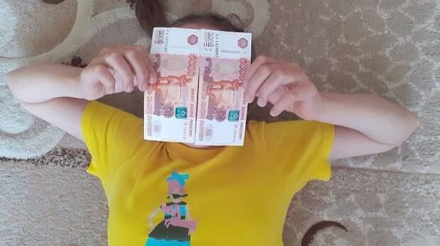 В России выплаты по 10 тысяч рублей на школьников сделают до 17 августа