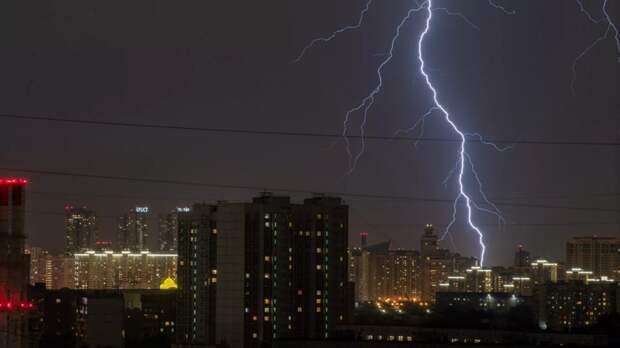 МЧС предупредило о грозе и граде в Москве 16 мая
