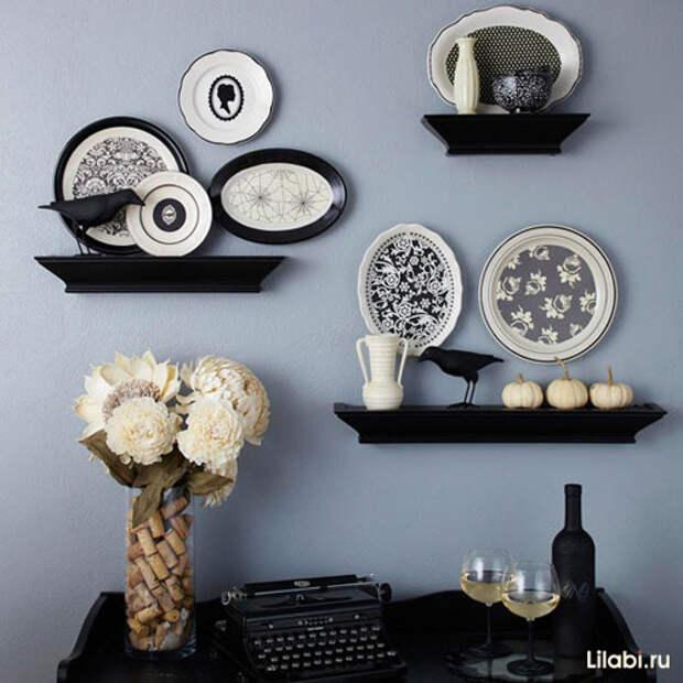 Украшение стен декоративными тарелками