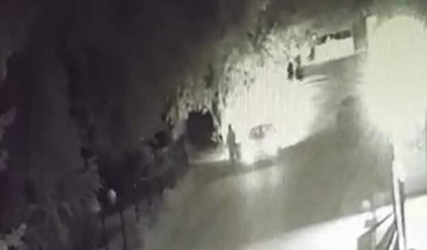 «Страшно теперь гулять»: тюменкам ножом угрожал водитель насеребристой Daewoo Nexia