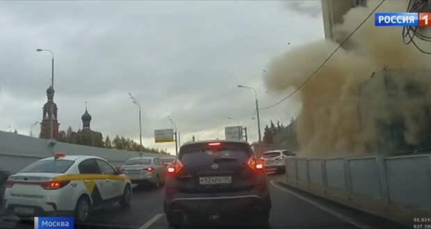 Автомобилисты попали в пыльную бурю на Волоколамском шоссе