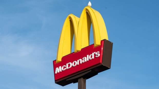 Компания McDonald's увеличила размер минимальной зарплаты сотрудников в США