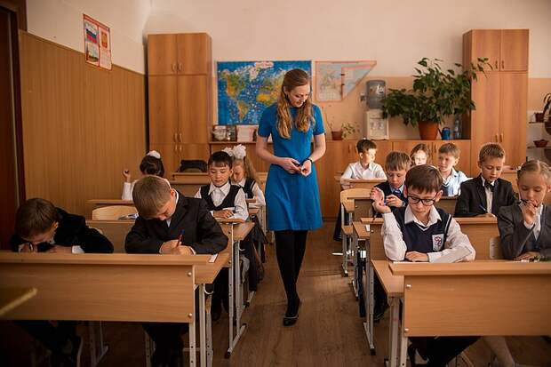 По следам казанской трагедии: Учителей предложили приравнять к госслужащим