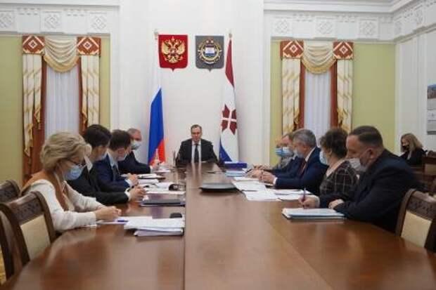 Артём Здунов провёл совещание по развитию рынка труда и работе центров занятости