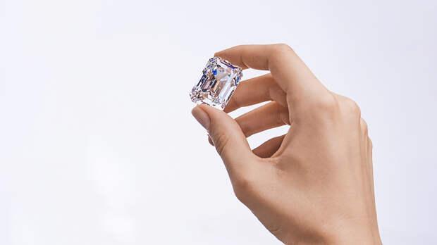 Крупнейший в истории российской огранки бриллиант будет продан на аукционе