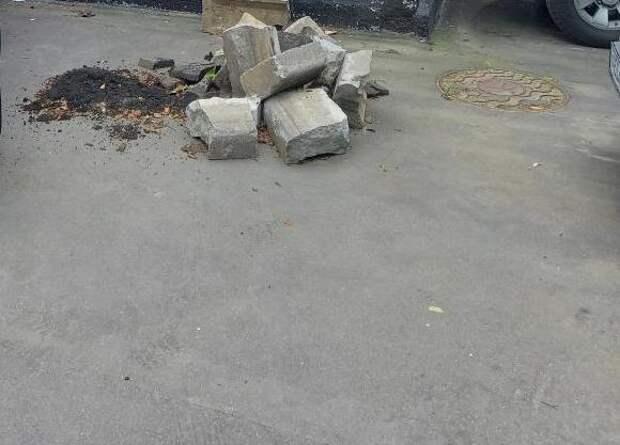 Двор на Енисейской очистили от строительного мусора