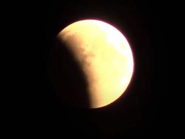 Туристам предложили посмотреть лунное затмение с борта самолета