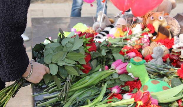 Омичи почтят память погибших после стрельбы вказанской школе