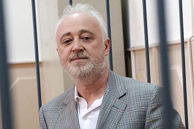 Суд оставил экс-главу «Роснано» под арестом