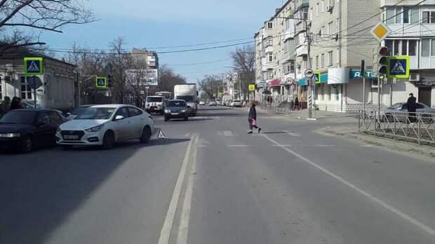 Мать с дочерью сбили на переходе в Ростове