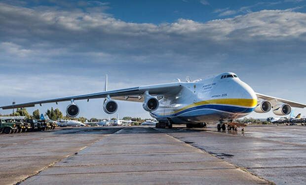 Взлет самого тяжелого и большого самолета в истории на видео