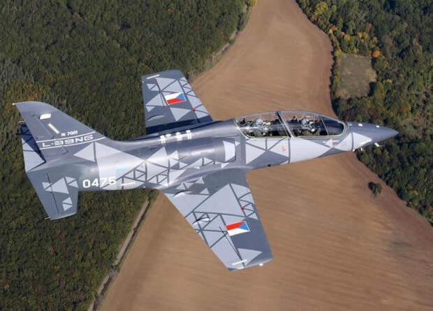 Чешский глубоко модернизированный учебный самолет L-39NG прошел сертификацию