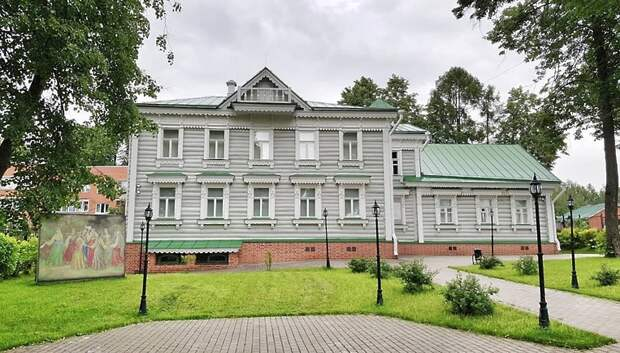 Ансамбль танца «Русские сезоны» побывал в музее народных промыслов Мытищ