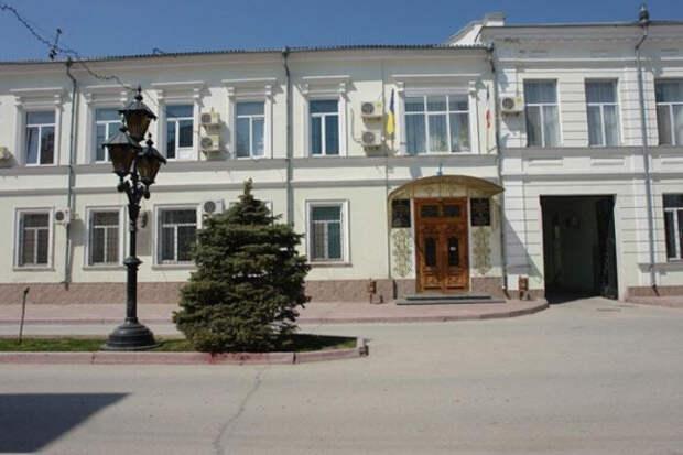 Неизвестный сообщил о минировании здания администрации Феодосии