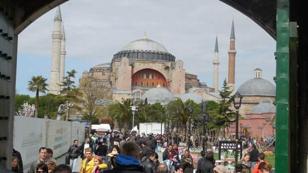 Гаврилов: РФ не примет санкции против Турции из-за Айя-Софии, но попросит вернуть храмы