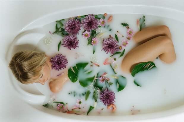 Молочная ванна для красоты и молодости
