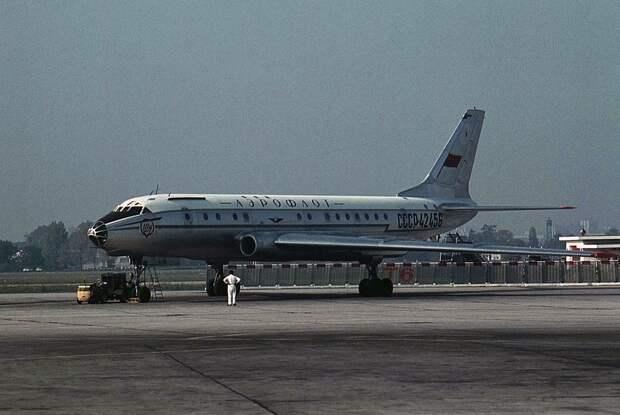 Tupolev Tu-104A, Aeroflot JP6853193.jpg