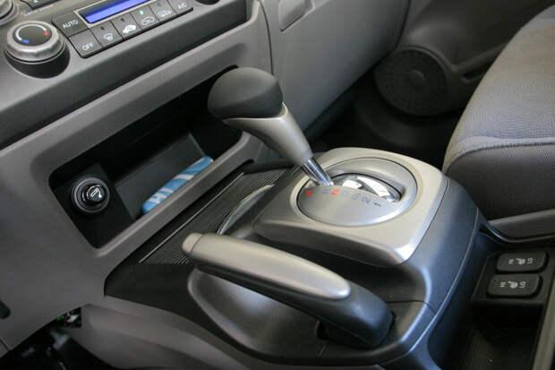 Как правильно действовать, если на машине с автоматом отказали тормоза?