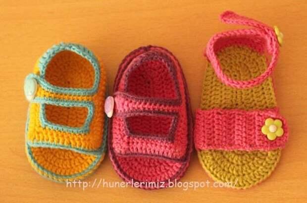 Идеи вязаных сандалик для малышей