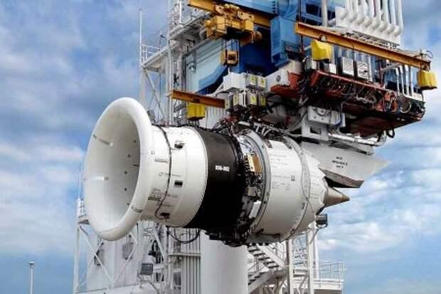 Двигатель семейства GEnx во время стендовых испытаний