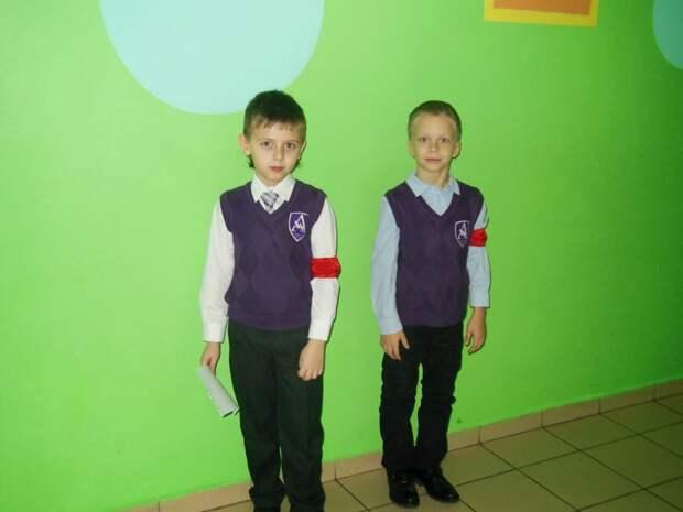 Дежурные за порядком до сих пор носят красные повязки, как отличительный знак Дежурство, как это было, ностальгия, фото, школа