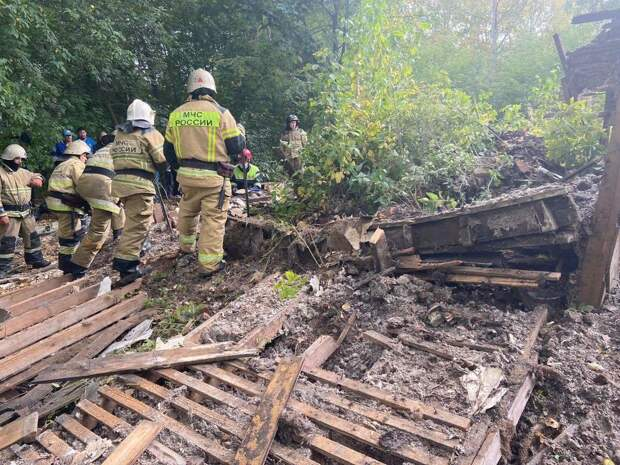 Двое детей погибли при обрушении заброшенного дома в Сарапуле