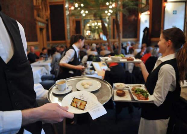 Официантов и таксистов будут штрафовать за нецелевое использование чаевых