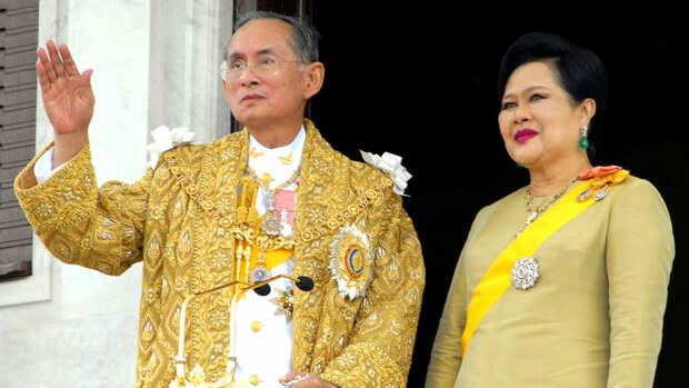Король Таиланда Рама IX с супругой