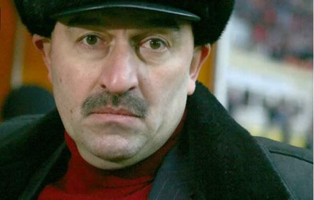 Черчесов сыграл за «Спартак», загнав в матче с венграми Жиркова и Дзюбу? На подозрения отвечает Семак