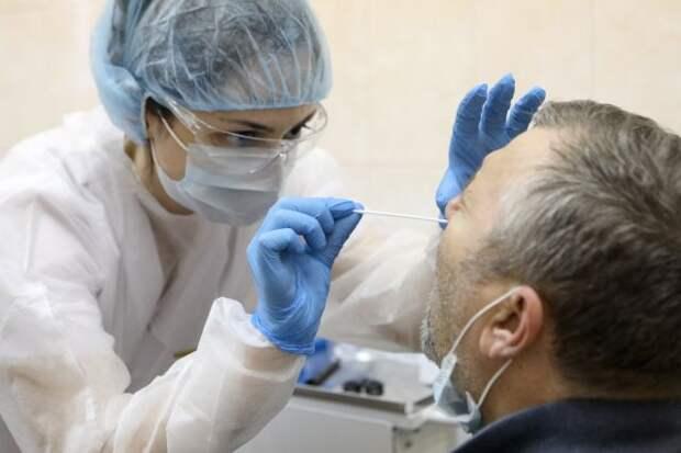 В РФ за сутки выявили 7975 новых случаев заражения COVID-19