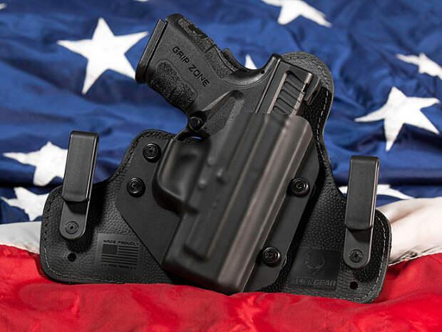 «Маленький мальчик нашел пистолет»: в США двухлетний ребенок ранил родителей одной пулей