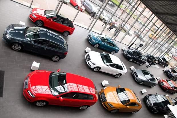Россиянам посоветовали не ждать падения цен и поторопиться с покупкой автомобиля