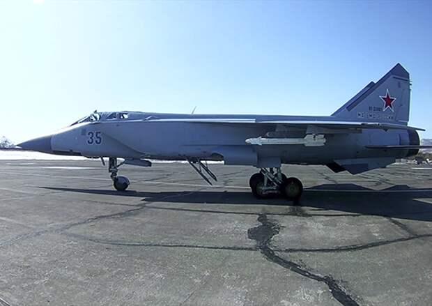 Экипажи истребителей МиГ-31БМ морской авиации ТОФ в ходе учения провели ракетные стрельбы над акваторией Тихого океана
