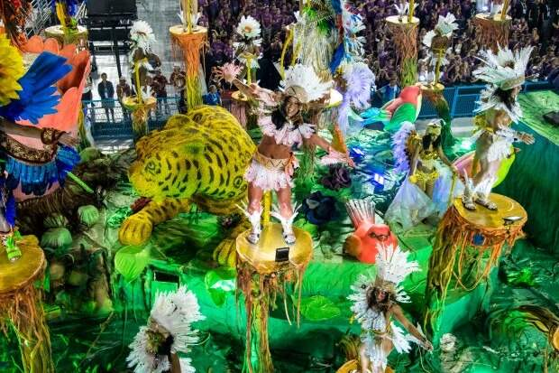 Буйство красок и эмоций: в Рио-де-Жанейро стартовал ежегодный карнавал