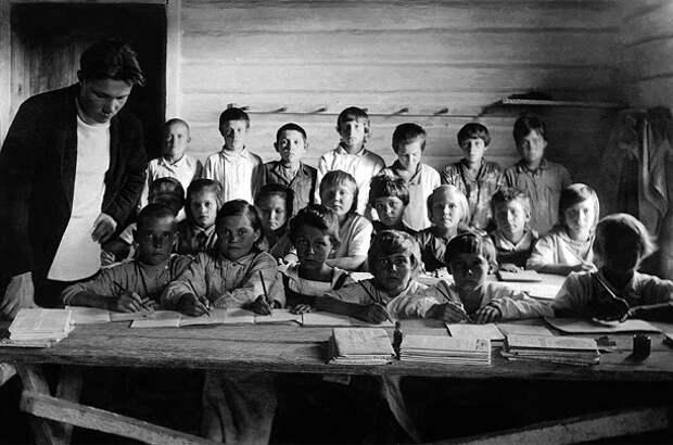 Почему школьникам в СССР запрещено было писать шариковыми ручками