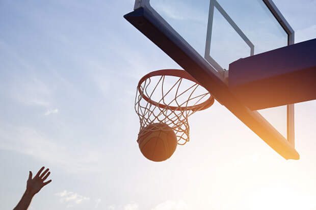 Баскетбольную сетку заменили на игровой площадке на Дмитровском