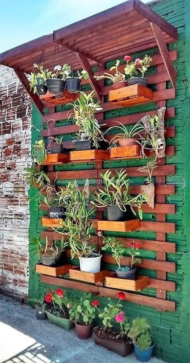 Супер-идея! Забор-стеллаж на даче!
