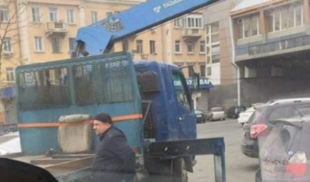 «Рыбное место»: воВладивостоке назвали новую точку охоты эвакуаторщиков