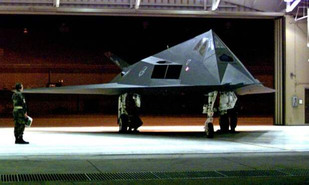 В небе над США все чаще можно встретить F-117. Зачем американцы используют забытый истребитель