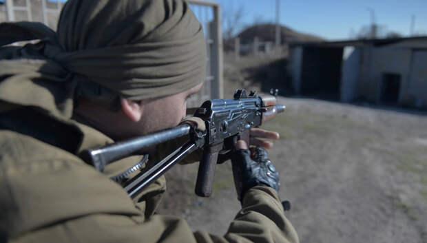 ЛНР, Луганск, ополченец, автомат |Фото: facebook.com/KVSyomin