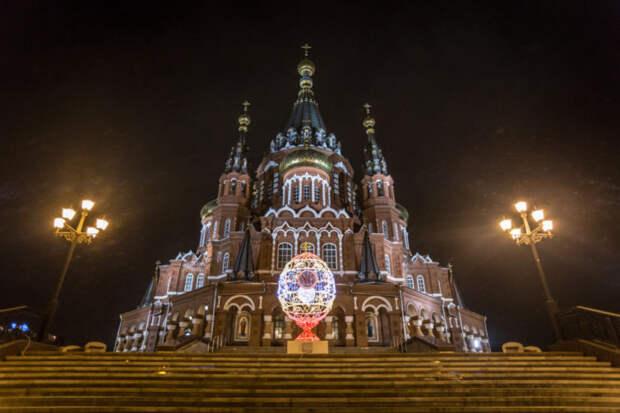 Вандал сломал светодиодное пасхальное яйцо у Михаило-Архангельского собора в Ижевске