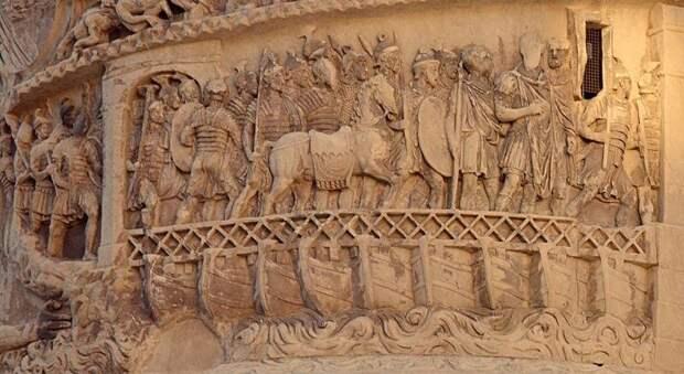 Переправа римской армии по понтонному мосту. Рельеф на колонне Марка Аврелия, II в. н.э.