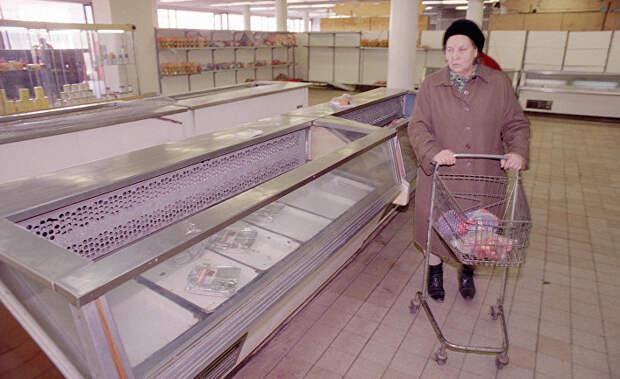 Пустые прилавки в продуктовом магазине в Москве